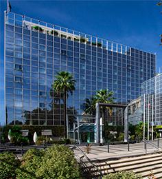1991 : Mitoyen au Centre Commercial le Polygone, le Pullman Montpellier Centre ****, franchise du groupe Accor, accueille ses premiers clients.