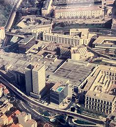 1996 : Extension et surélévation du Centre Commercial Polygone avec le doublement des surfaces commerciales.